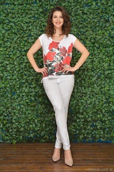 look urbano para señoras con jeans blanco moravia Jeans bordado primavera verano 2018
