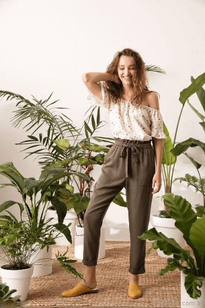 pantalon recto y blusa con hombros descubiertos System basic primavera verano 2018