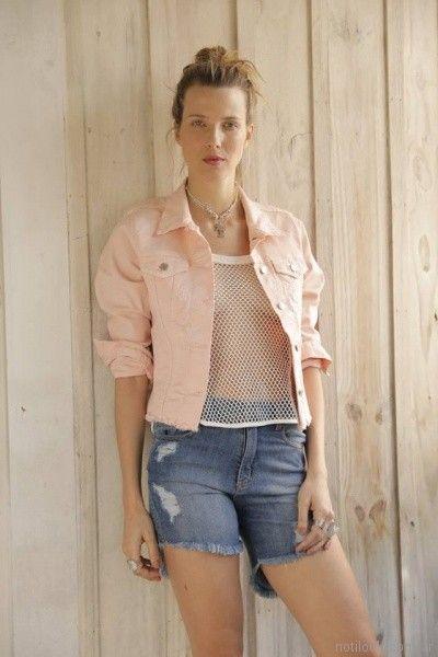 remera red y campera rosa palido Riffle Jeans primavera verano 2018