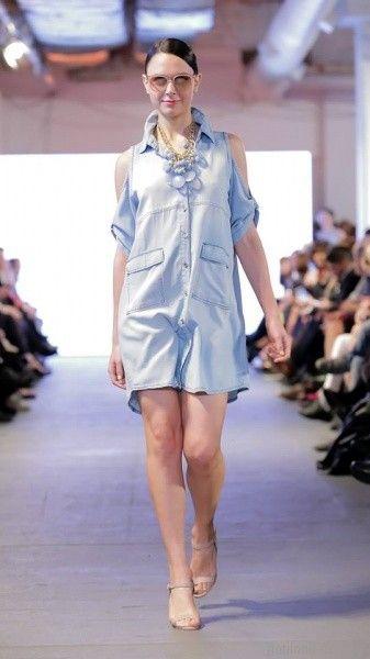 vestido abotonado denim hombros recortados para señoras Adriana Costantini verano 2018