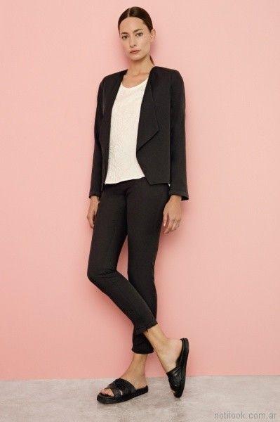 look para la oficina con pantalon de vestir chupin negro Cacharel primavera verano 2018