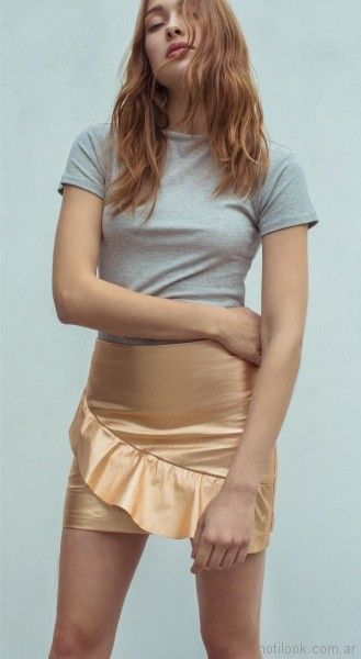 minifalda dorada con volado Square Jeans verano 2018