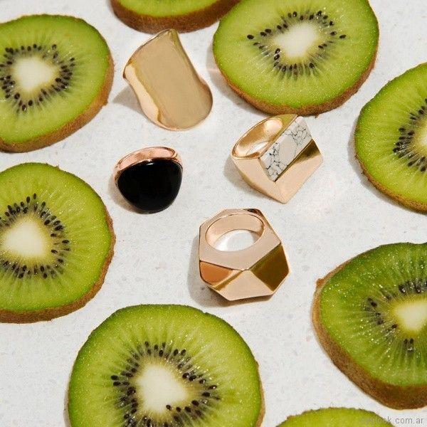 anillos con formas geometricas dorados Isadora verano 2018