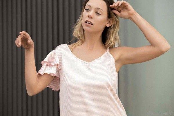 blusa a rayas mangas cortas cuello asimetrico volados Uvha verano 2018