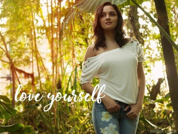 jeans con flores impresas Kodo Jeans primavera verano 2018