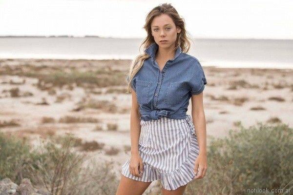 minifalda de lino a rayas y camisa denim mangas cortas Uvha verano 2018