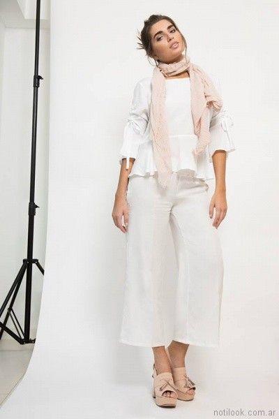 pant cort de lino y blusa blanca Zulas primavera verano 2018
