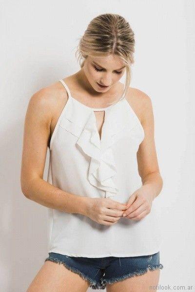 blusa blanca de crepe de gasa con volado en v Sans Doute verano 2018
