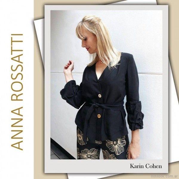 camisa negra con lazo y palazzo estampado Anna Rossatti verano 2018
