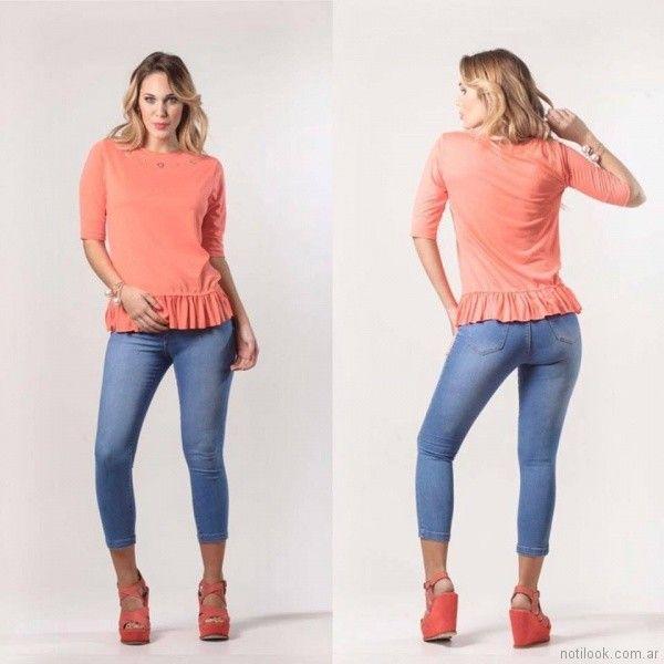 remera mangas tres cuarta con volado y jeans chupin Claudia Rubinsztein primavera verano 2018