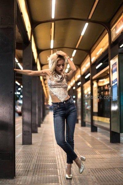 jeans chupin con top con terminacion en v con brillo Desvio jeans otoño invierno 2018