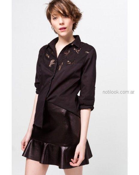 camisa con recorte de broderie con pollera corta de cuero Desiderata otoño invierno 2018
