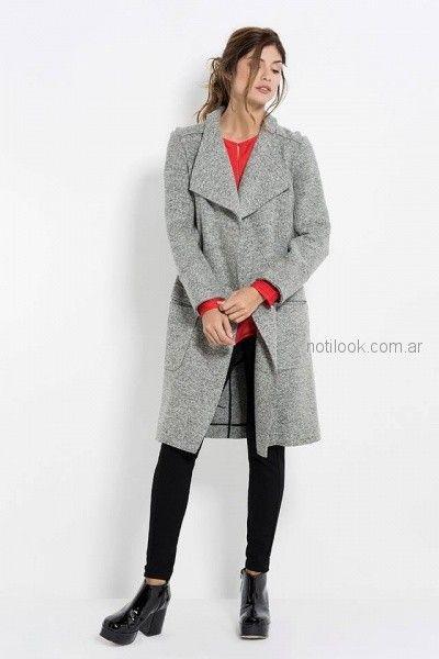 saco gris tejido con blusa mangas largas y calza negra Activity Pret a Porter otoño invierno 2018