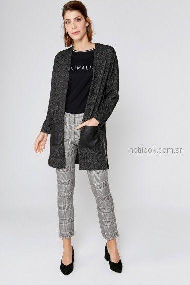 saco tejido con pantalon de vestir look mujer Yagmour invierno 2018