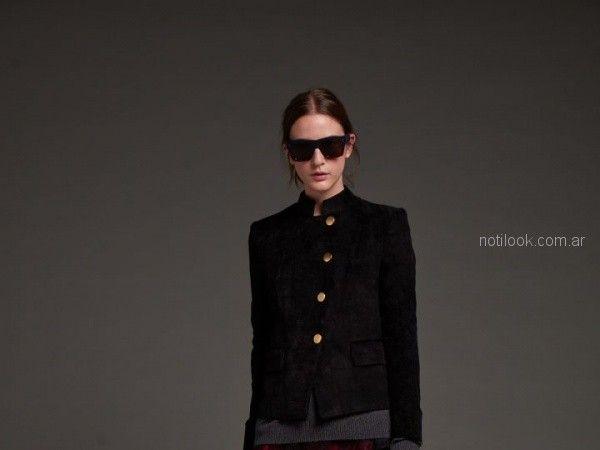 blazer negro con botones dorados mujer Awada otoño invierno 2018