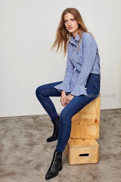 camisa a rayas con volados en puño y jeans casual mujer Buryak invierno 2018