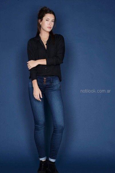 camisa suelta negra y jeans para mujer invierno 2018 - Viga jeans
