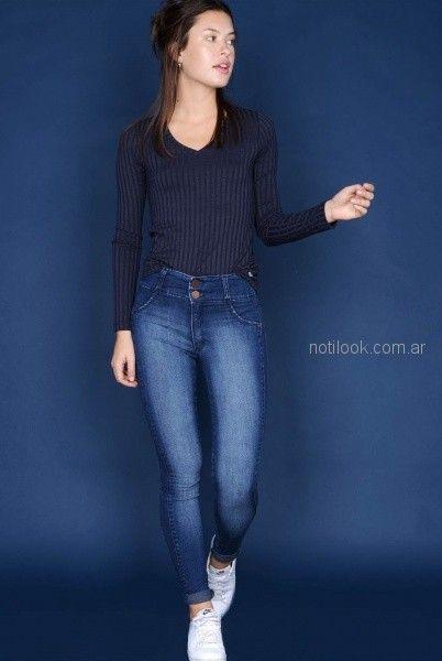 look basico - remera y jeans para mujer invierno 2018 - Viga jeans