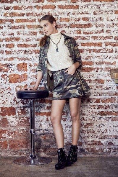 minifalda y campera camuflada mujer ossira invierno 2018