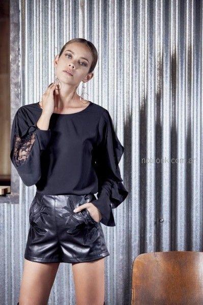 short engomado y blusa negra mangas largas ossira invierno 2018