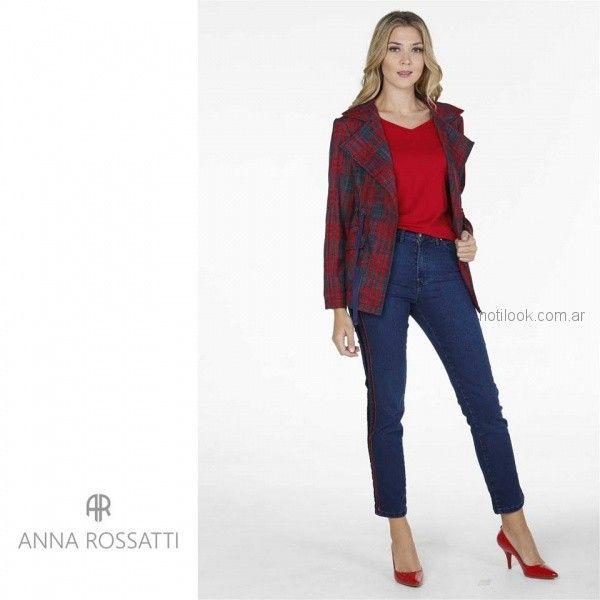 blazer cuadrille con jeans chupin con franjas laterales Anna Rossatti invierno 2018