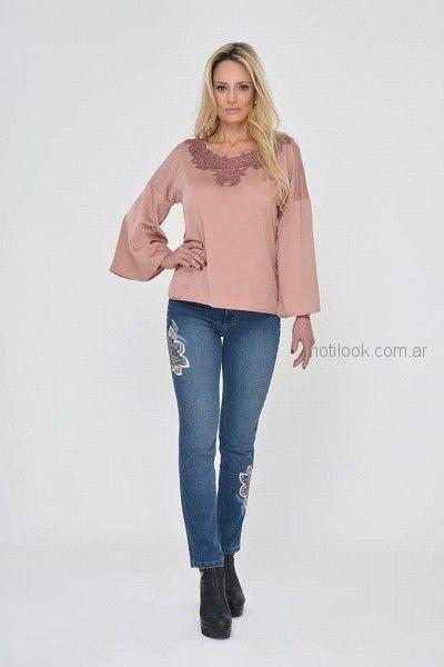 blusa de seda rosada señora Moravia jeans invierno 2018
