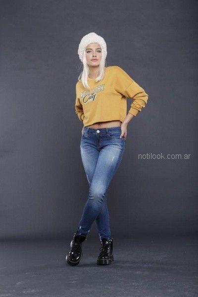 jeans con buzo corto y borcegos look rockero mujer tabatha jeans invierno 2018