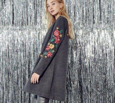 sacos largos de lana bordados en hilo Melocoton otoño invierno 2018