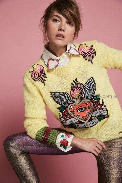 sweater amarillo con apliques bordados en hilos Agustina Saquer otoño invierno 2018