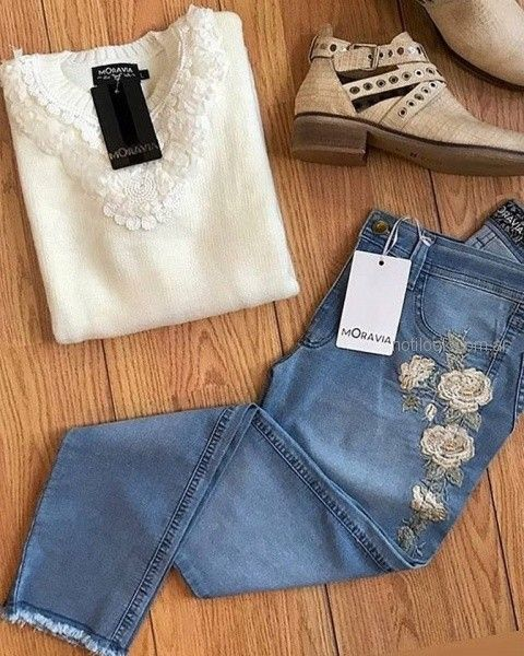 sweater con detalle en puntilla y jeans bordado Moravia jeans invierno 2018