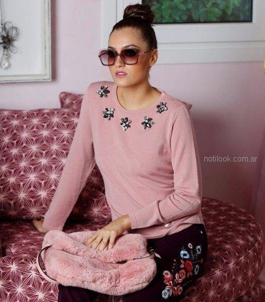 sweater y jeans bordado Anna Rossatti invierno 2018
