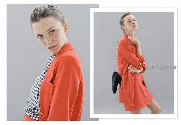 look urbano formal con camisa a cuadros y pollera Sicala invierno 2018