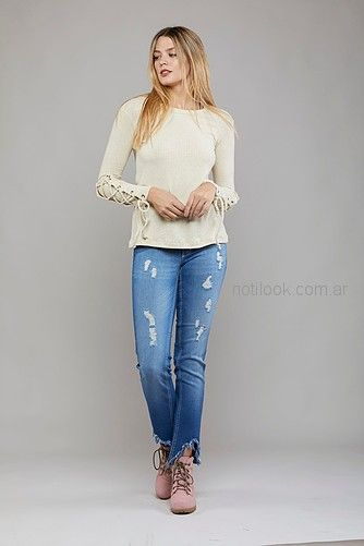 sweater mujer con jeans rotos Kodo jeans invierno 2018