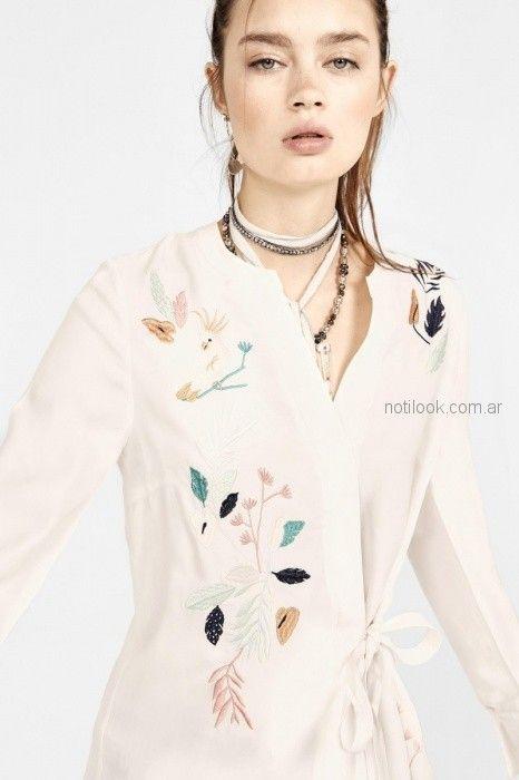 blazer cruzado bordado en hilos rapsodia blusa de seda con cintas estilo guarda Rapsodia primavera verano 2019