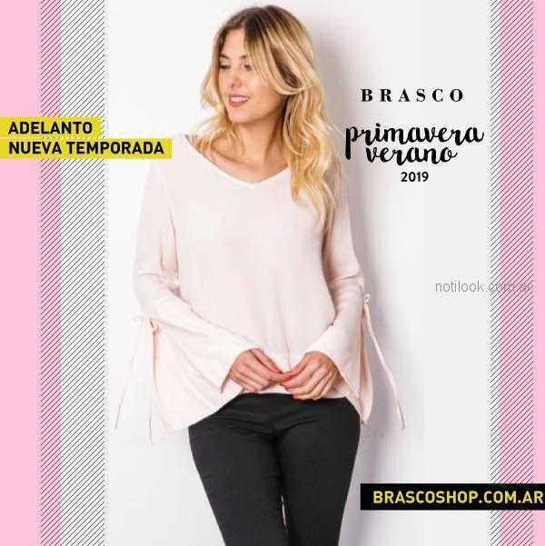 blusa con mangas acampanadas Brasco primavera verano 2019