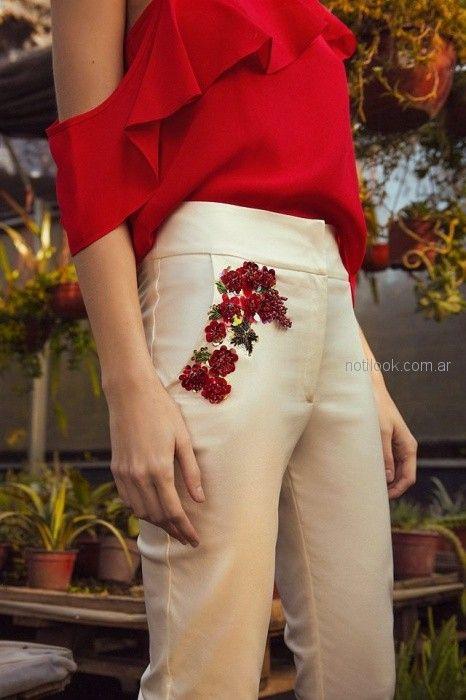 blusa de gasa con volados y pantalon de vestir con aplique de encaje bordado Tucci primavera verano 2019