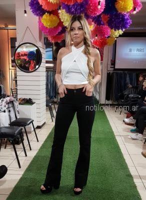 jeans negro con top blanco Abstracta primavera verano 2019