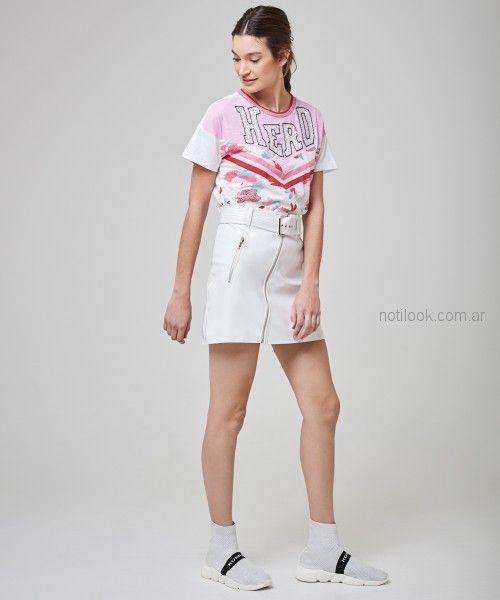 minifalda de cuero cierre cruzado remera basica con estampas originales kosiuko primavera verano 2019