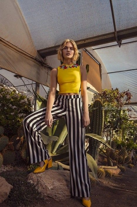 palazzo a rayas con top amarillo con apliuqes de flores Tucci primavera verano 2019