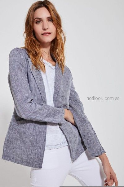 blazer gris de lino y jeans blanco Estancias Chiripa primavera verano 2019