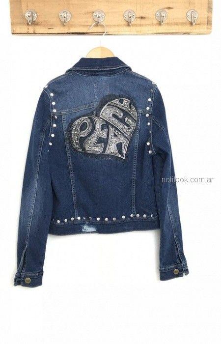 chaqueta de jeans con tachas y corazon en espalda Lovely Denim verano 2019