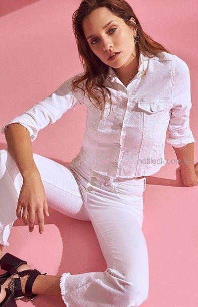 jeans y campera denim blanca Delaostia primavera verano 2019