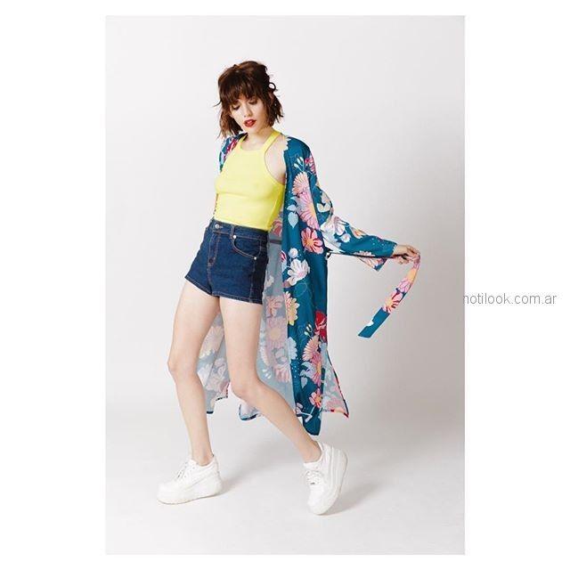 kimono mangas largas estampada short jeans y top Sofia Caputo primavera verano 2019