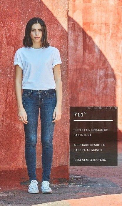 look casual informal con jeans Levis mujer verano 2019