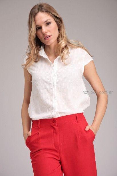 look informal pantalon rojo y camisa para señoras Brandel primavera verano 2019