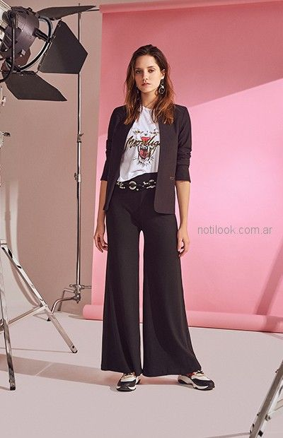 look juvenil mujer con blazer negro Delaostia primavera verano 2019