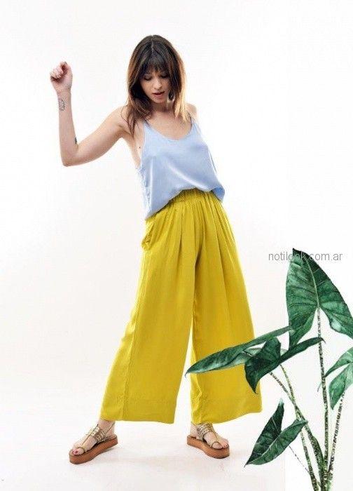 look urbano con pantalon plisado Baloop verano 2019