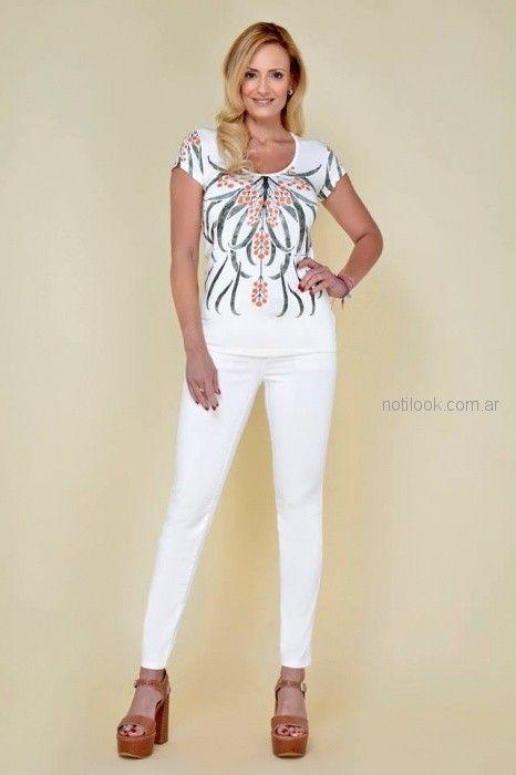 Remera estampada y bordada para señoras Moravia Jeans verano 2019