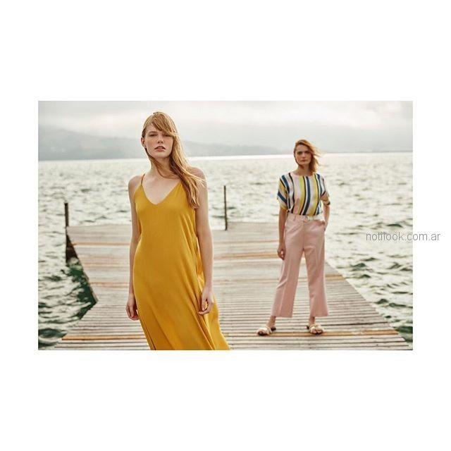 look urbano elegante con pantalon rosado y blusa de seda Silenzio verano 2019