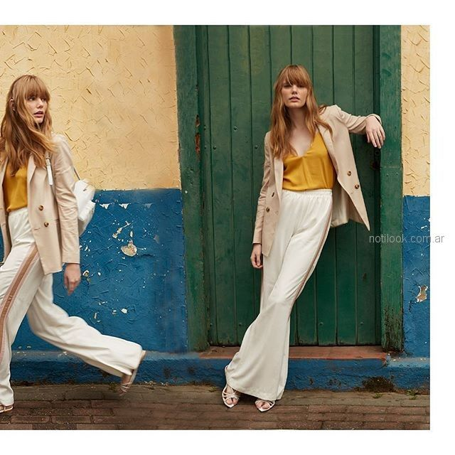palazzo blanco con blazer y musuclosa mostaza Silenzio verano 2019